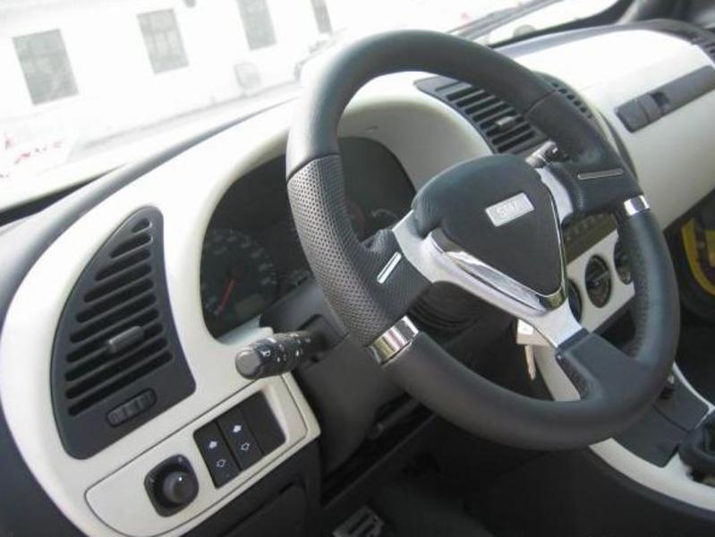 华普汽车 华普 海迅 两厢 1.5 舒适型中控方向盘1168246高清图片