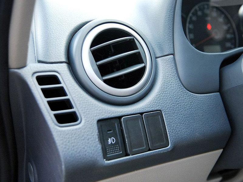 长安铃木 天语SX4 三厢 1.6L精英型 AT中控方向盘1248358高清图片