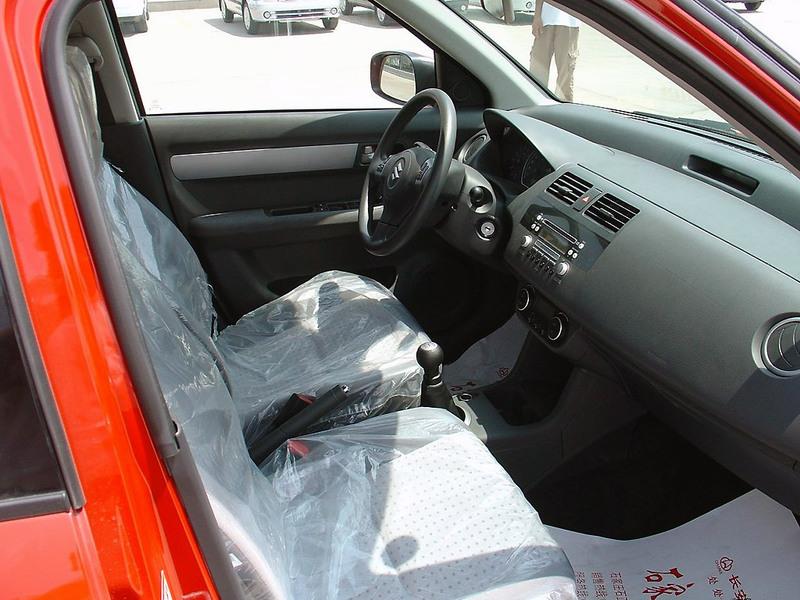 长安铃木 雨燕 1.3mt 超豪华型车厢座椅1285679高清图片
