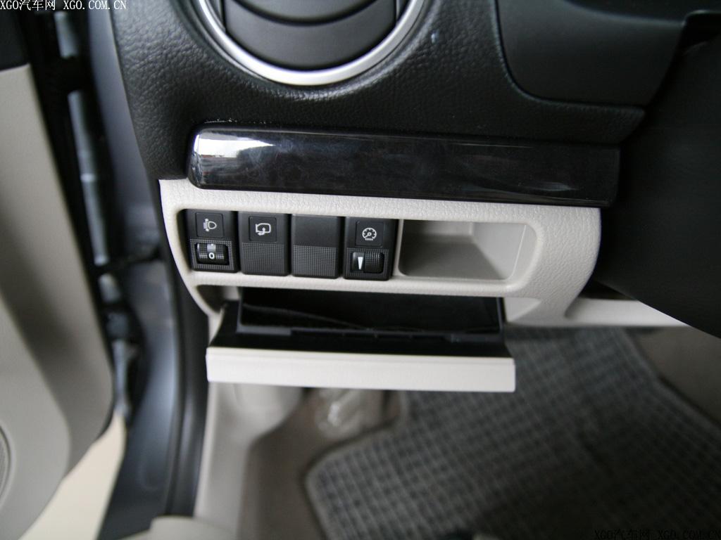 一汽马自达 马自达6 2.0l运动型轿跑中控方向盘1496437高清图片