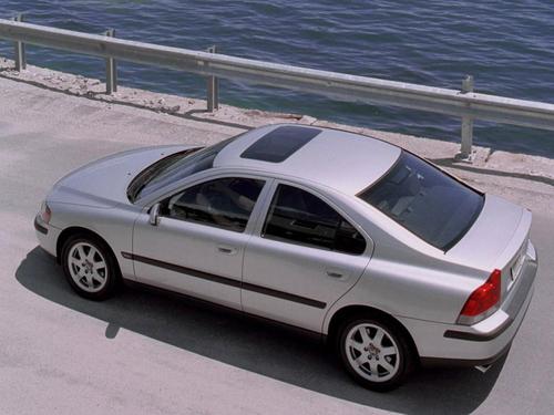 沃尔沃S60 带自动刹车的行人探测系统