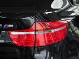 宝马X6 M后灯