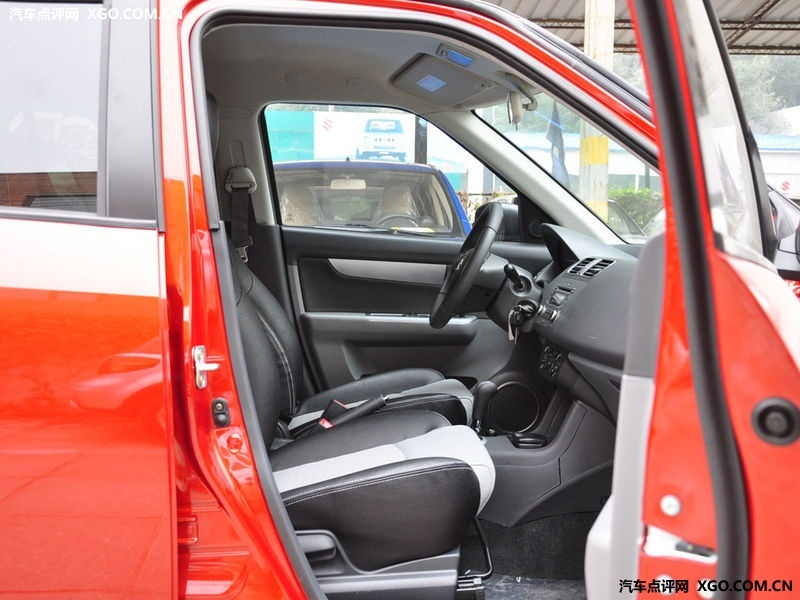 长安铃木 雨燕 1.5 at车厢座椅2946562高清图片