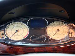 做低价高品质B级车 奔腾B70对比荣威750