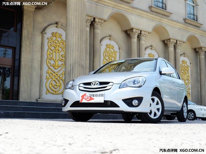 北京现代闪光银2011款 雅绅特 1.4手动舒适型车身外观图高清图片