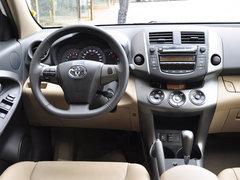 2012款RAV4现金优惠1.6万元 店内有现车
