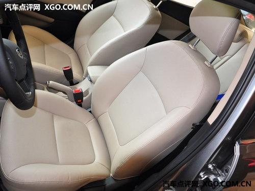 1.4L顶配车型多出了皮质座椅-感官上的差异 起亚K2对比北京现代瑞纳高清图片
