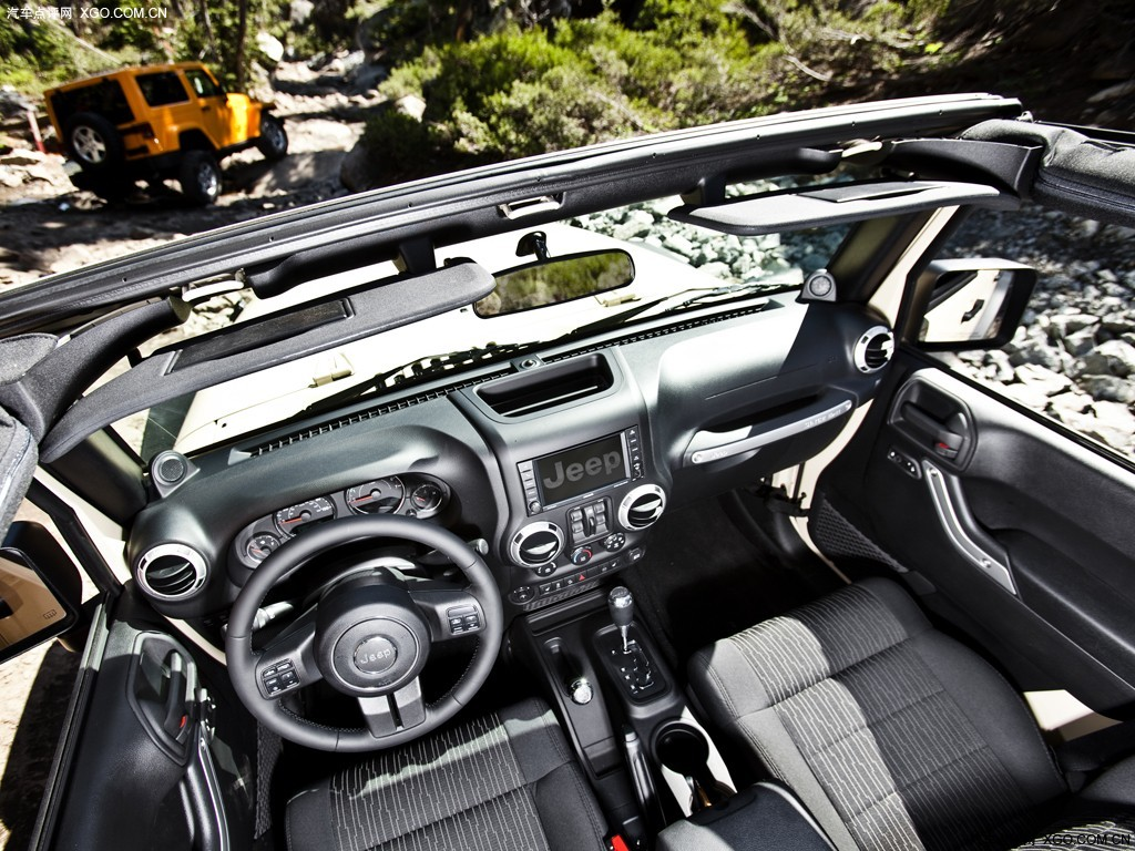 奔驰吉普350报价_奔驰吉普350价格t图片壁纸图片