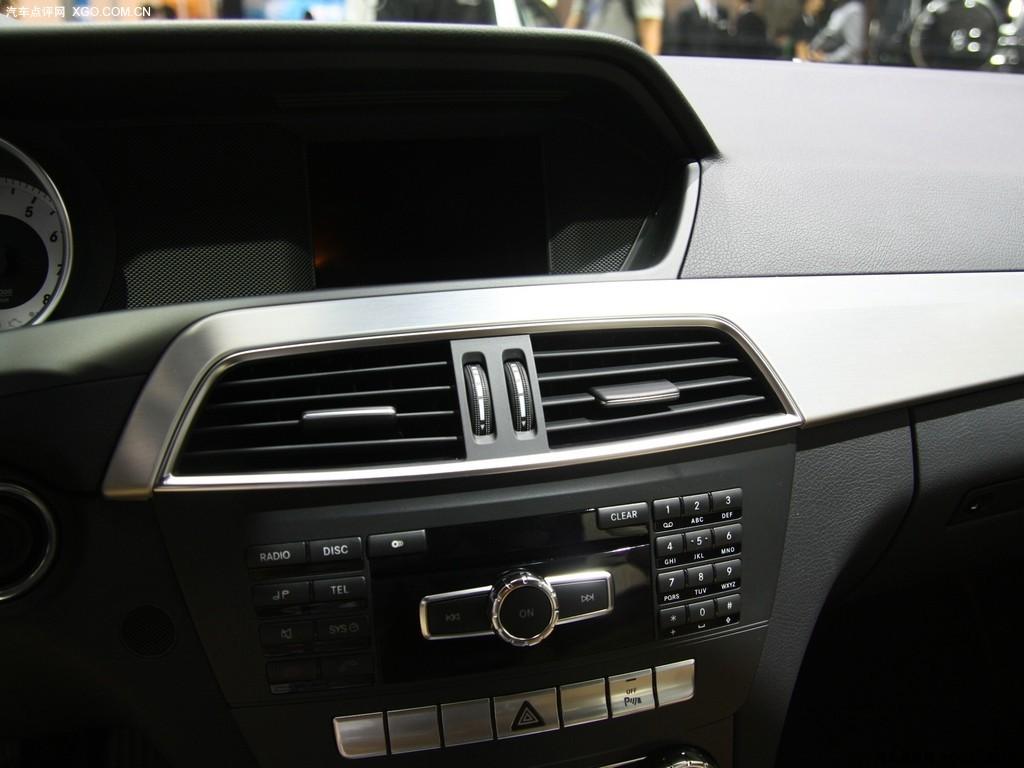 奔驰2016年c200车内按键图解