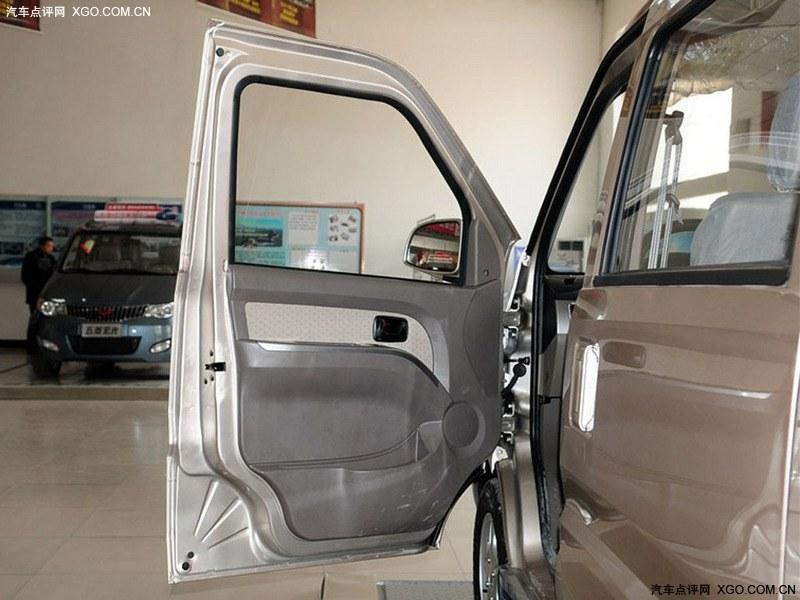 上汽通用五菱2011款 五菱荣光 1.2l标准型车厢座椅图片 高清图高清图片