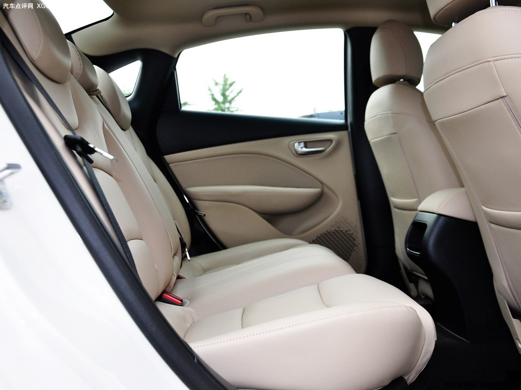 广汽菲亚特2012款 菲翔 1.4t 自动畅享版车厢座椅图片 高清高清图片