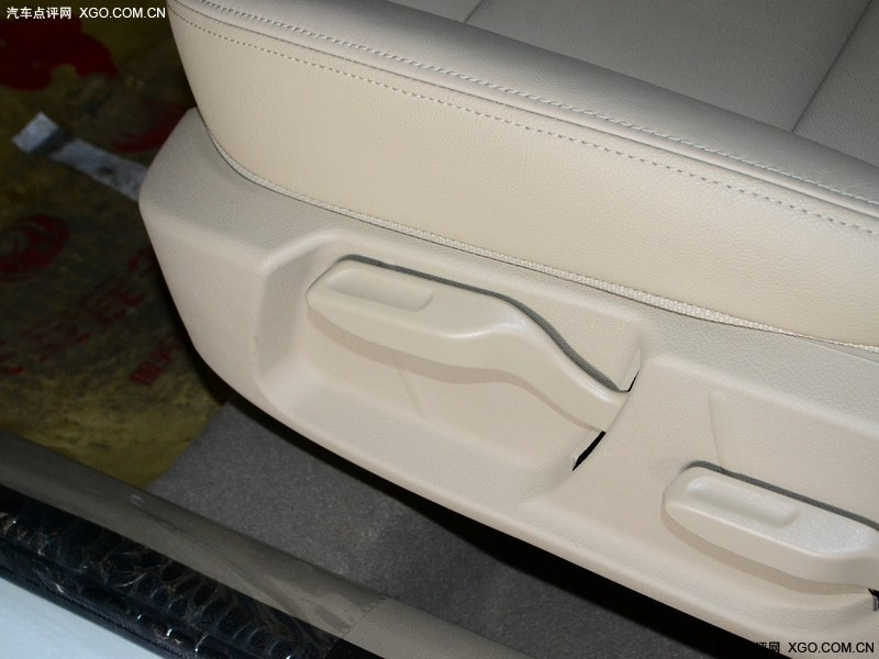 长安福特福克斯白色 长安福特经典福克斯 胖哥试车第74期 高清图片