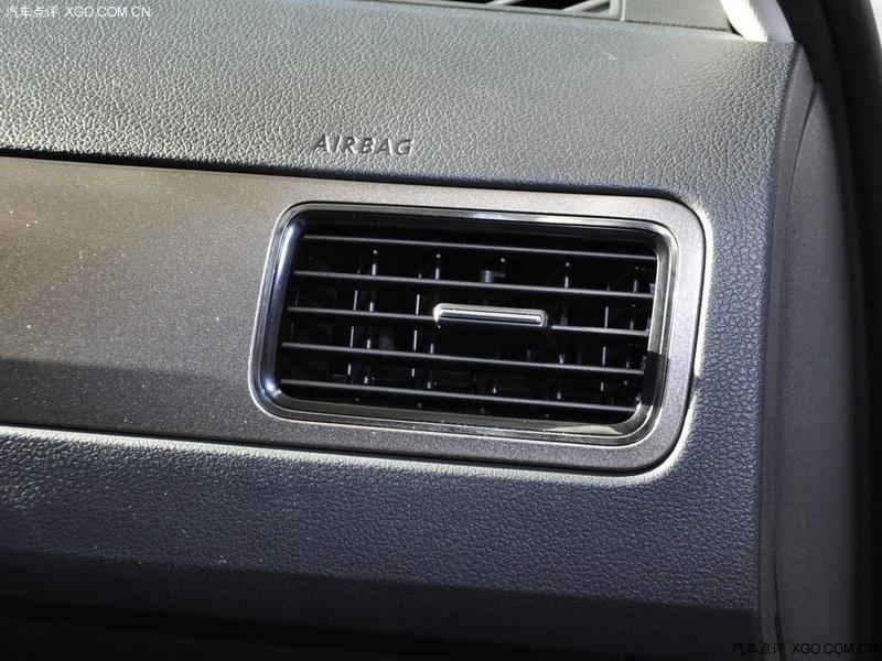 上海大众平安白2013款 新桑塔纳 1.4L 手动舒适版中控方向盘图片