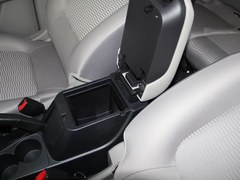 帕杰罗·劲畅 2.4L 手动两驱舒适版