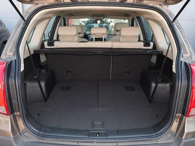 科帕奇的后备箱空间足够大,第三排座椅放倒时可以获得非常出色的储物