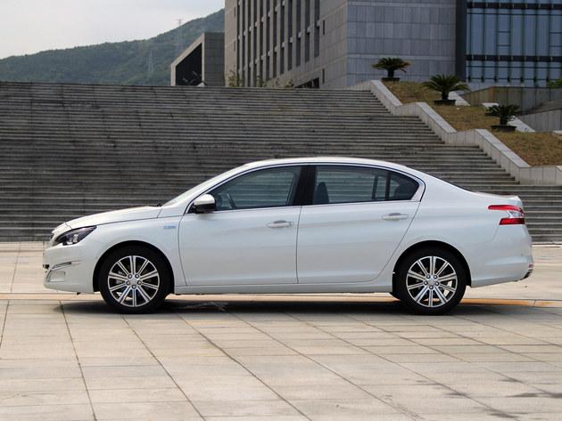 朱兆雄/△东风标致新一代408在车身尺寸上相比老款有所增大...