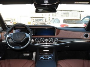 奔驰S级 AMG优惠30.00万元 现车有售