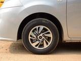 日产NV200车轮