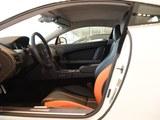 V8 Vantage前排空间