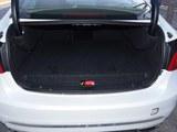沃尔沃S60新能源后备箱