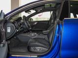 奥迪RS 7前排空间