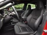 Model S前排空间