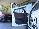 宝马X1新能源前门板