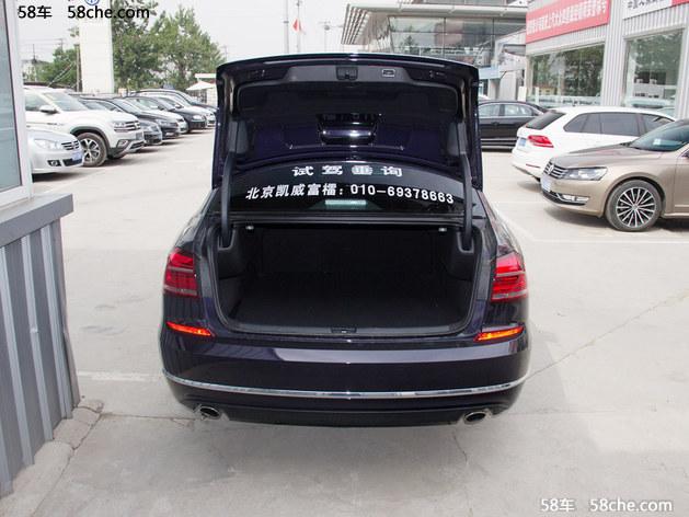 新款帕萨特外观成熟,稳重,三横式的进气格栅与两侧的车灯完美搭配
