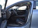 沃尔沃S90前排空间