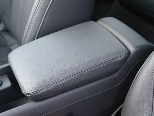 奥迪奥迪A4L车厢座椅