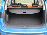 江铃E400后备箱
