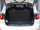 宝马2系多功能旅行车后备箱
