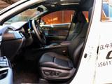 丰田C-HR前排空间