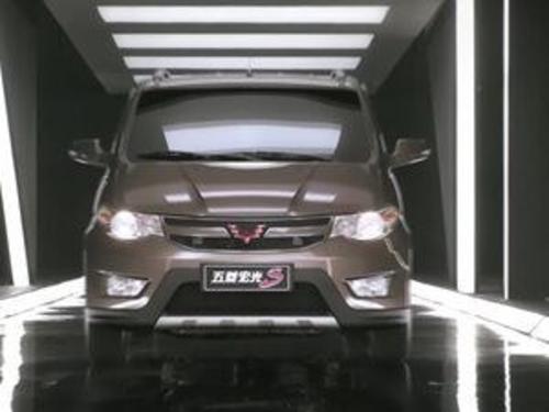 2015款 五菱宏光S 1.5L AT 舒适型 国IV